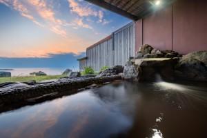 夕焼け和風露天風呂 (2)